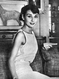 Audrey-Hepburn-audrey-hepburn-30467816-500-664